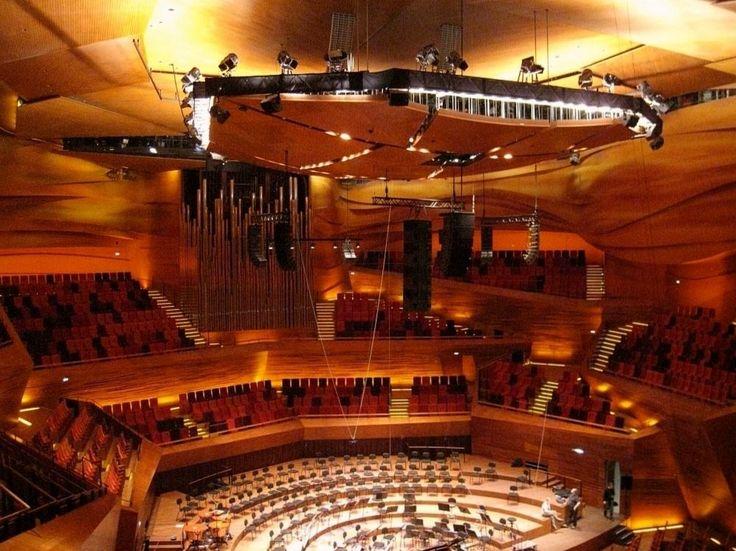 Концертный зал «Копенгаген» https://zalservice.ru/zaly-mira/zal-kopengagen  В центре сказочной датской столицы, родины Карлсона, в 2009 году построили культурный комплекс, включающий в себя четыре зала...