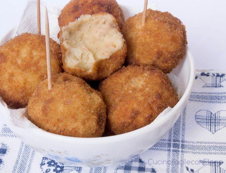 Le polpette di patate e tonno sono una ricetta facile e sfiziosa, sono perfette sia come antipasto che come secondo e possono essere fritte o cotte in forno
