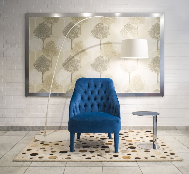 A Sophie modern Chesterfield stílusú design fotel, amely tökéletes kiegészítője lehet a modern, minimál kanapéknak. Kérhető alacsony (41 cm) és magas (45 cm) ülésmagasságú változatban is.