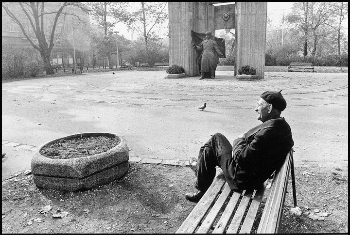 © GULYÁS Miklós: 45/129 - Újpest, István tér, 1988