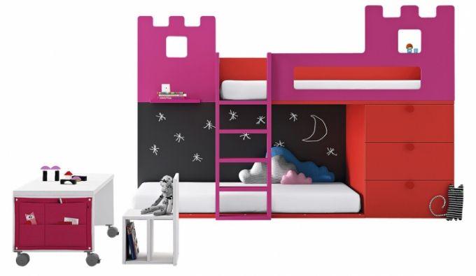 V pestré paletě barev se vyrábí dětský nábytek z kolekce Baby 08, BM2000, cena postele 55 932 Kč, www.space4kids.cz