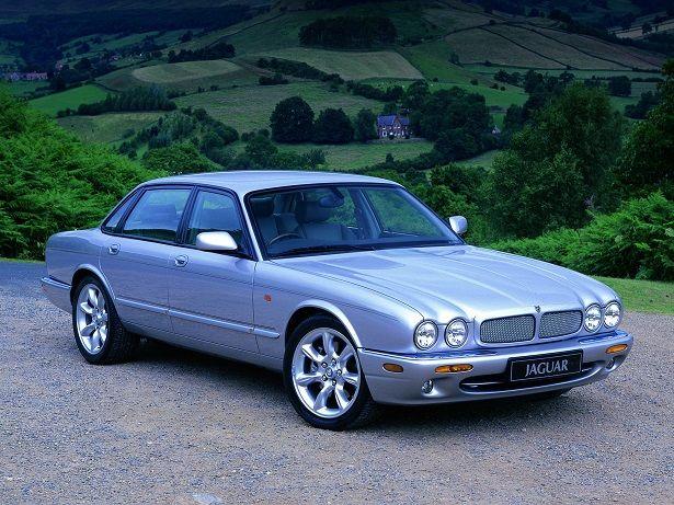 Jaguar XJR (1997 – 2003).