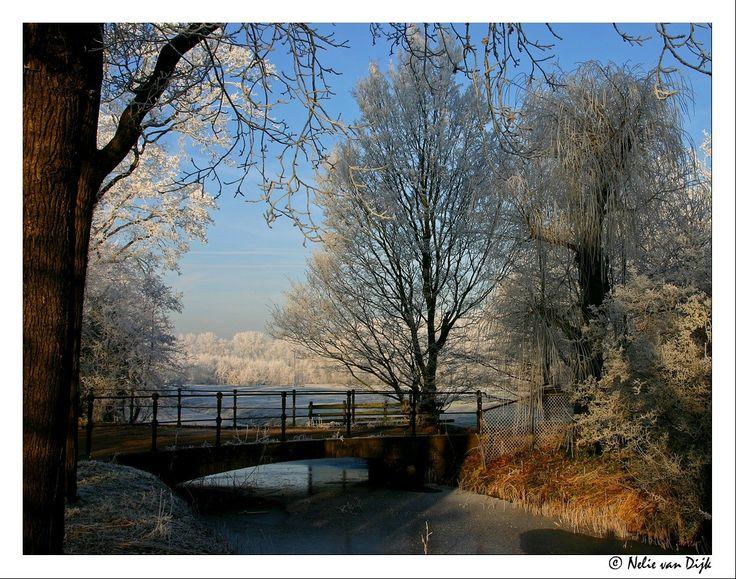 Doorkijkje over bruggetje. The Netherlands