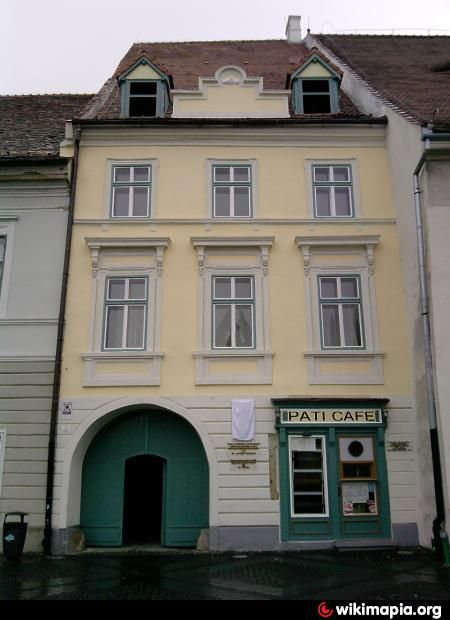 Primiul proprietar cunoscut este meseriaşul Simon Salter după 1450. Între 1475…