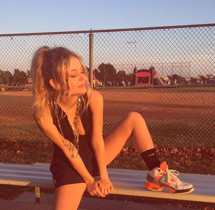 Amazing deleted pic. Emily Alyn Lind