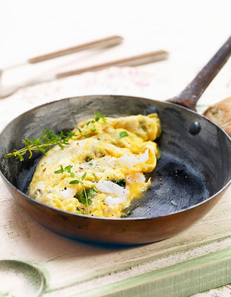Recette Omelette à l'espagnole :  1/ Battre les oeufs, incorporer le lait, le sel, le poivre.2/ Fondre le beurre dans une poêle, y verser la préparation.3/...