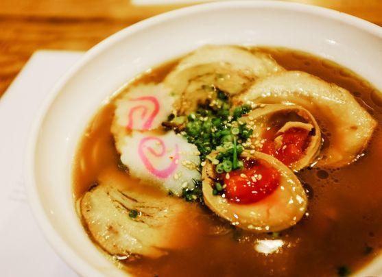 Sopa Ramen: conoce más sobre la creación de Momofuku Ando Este plato de estirpe asiática ha ganado muchos adeptos en los últimos tiempos. Menú Perú te enseña a prepararlo