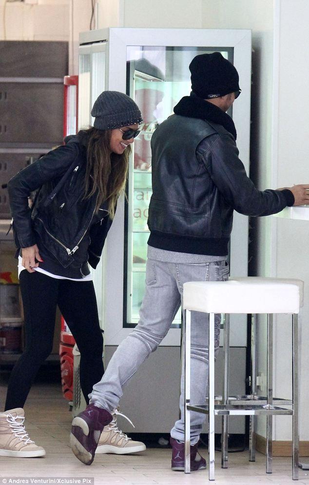 Nicole  Scherzinger + jeans