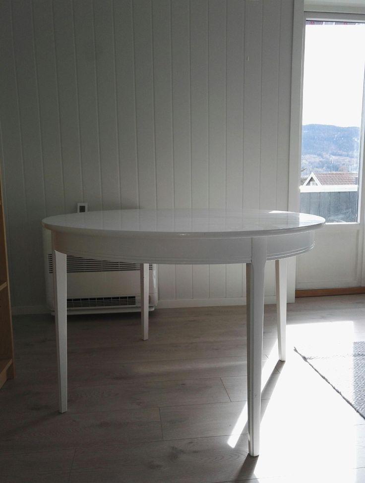FINN – Klassisk rundt spisestuebord