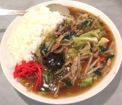 桐生市の龍苑の名物はこのチャプスイというメニュー地元の小さな中華料理のお店ですがここいがいにチャプスイという料理を見た事ないんですよね(ーー;) 何料理といえばあんかけご飯 こちらはアツアツご飯にこれまたアツアツのあんをたっぷりかけています お味は甘め味わいでご飯に絡んでとってもGOOD 野菜たっぷりでシャキシャキの食感も最高です 普通サイズを頼んだのですがこれでも結構大盛りです がっつり食べたい人にはおすすめ ぜひお召し上がりください桐生市役所の近くです  tags[群馬県]