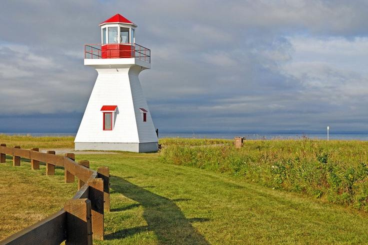 PHARE DE LA POINTE TRACADIGASH - Carleton-sur-mer baie des chaleurs Gaspésie -10ème plus beau phare du Québec