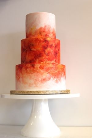 totally different looking wedding cake... i like different!