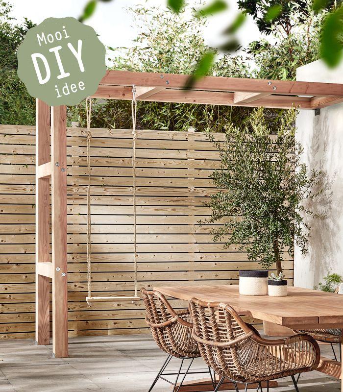 Maak zelf deze robuuste pergola, gemaakt van Douglas-palen. Hij is sterk genoeg om een schommel aan te hangen. Zo maak je jullie familietuin gezellig en speels!
