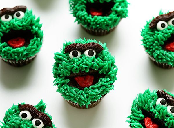 oscar the grouch cupcakes ~ http://iambaker.net