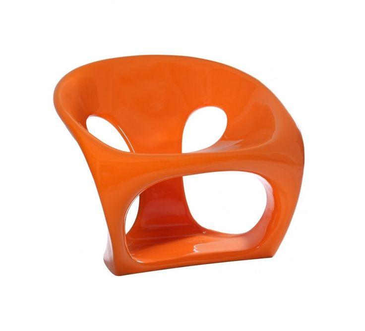 """Сочный оранжевый цвет заставляет улыбнуться, а оригинальный дизайн полукресла """"HARA CHAIR"""" напоминает о морском гроте, которому волны и ветер придали интересную форму. Кресло исключительно эргономично и комфортабельно, а его форма обеспечивает максимальную устойчивость. Прочный пластик легко моется, поэтому изделие можно использовать как в интерьере дома, так и в саду."""