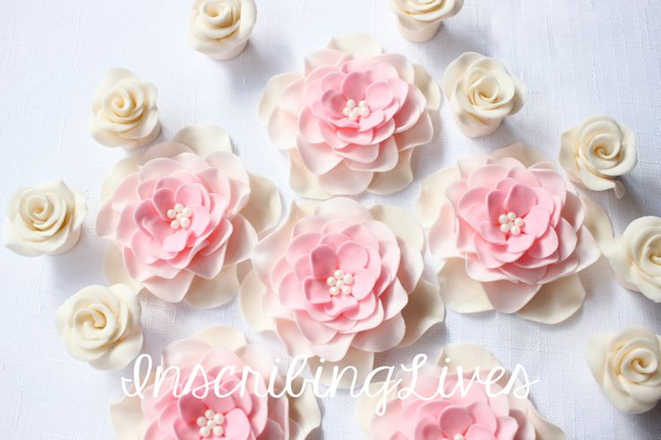 Wedding cake topper 18pcs edible Vintage large Ivory Pink White Ombré Fondant Flowers cake topper rose decorations birthday sweet 16 by InscribingLives on Etsy https://www.etsy.com/listing/474577552/wedding-cake-topper-18pcs-edible-vintage