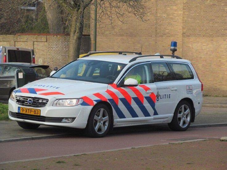 We're posting police cars? Dutch highway police. V70 D5 #Volvo #XC90 #car #VolvoXC90 #v40 #cartweet #cars #auto #v60