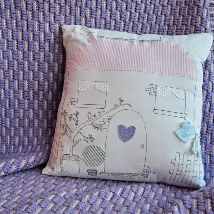 Snugglebug University: House Pillow Tutorial - This can easily be converted to embroidery pretty easy. & 644 best Pillows Pillows and Pillows! images on Pinterest ... pillowsntoast.com