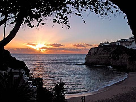 Resultados da pesquisa de http://www.majasrestaurant.com/images/carvoeiro-cloudburst-sunset-03.jpg no Google