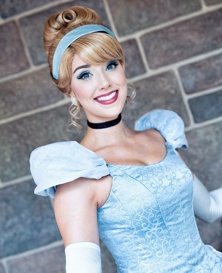 This is the prettiest real life Cinderella I've seen.