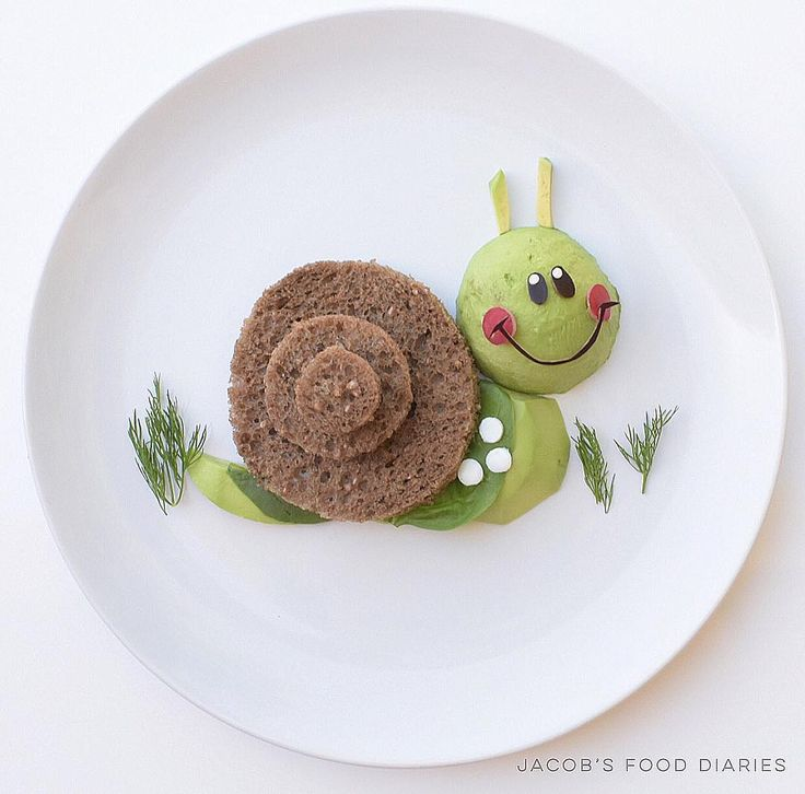 GARDEN SNAIL Avocado with rye bread, eye whites, spinach and dill by JACOB'S FOOD DIARIES (@jacobs_food_diaries)