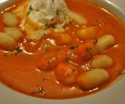 Fruchtige Tomatensuppe mit Gnocchi