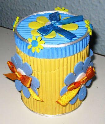 Cajita decorada con cart n arrugado de colores y goma eva - Goma eva decorada ...