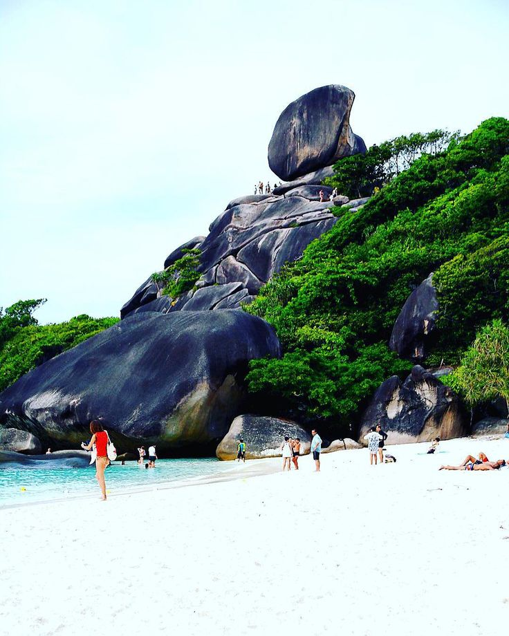Similan Island Thailand  Tour favoloso nell'arcipelago delle isole Similan. Alla scoperta di spiagge bianche di sabbia finissima pesci tropicali colorati con la possibilità di avvistare qualche tartaruga marina!  #similan #Thailand #thailandia #trip #nature #adventure #travel #travelblog #like4like by rachelepettarelliph