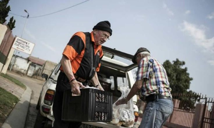 Afrique du Sud: Un ministre de l'apartheid en quête de rédemption dans les townships - http://www.camerpost.com/afrique-du-sud-un-ministre-de-lapartheid-en-quete-de-redemption-dans-les-townships/?utm_source=PN&utm_medium=CAMER+POST&utm_campaign=SNAP%2Bfrom%2BCAMERPOST