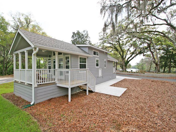 http://rvcoutdoors.com/live-oak-landing/accomodation/resort-cottages/