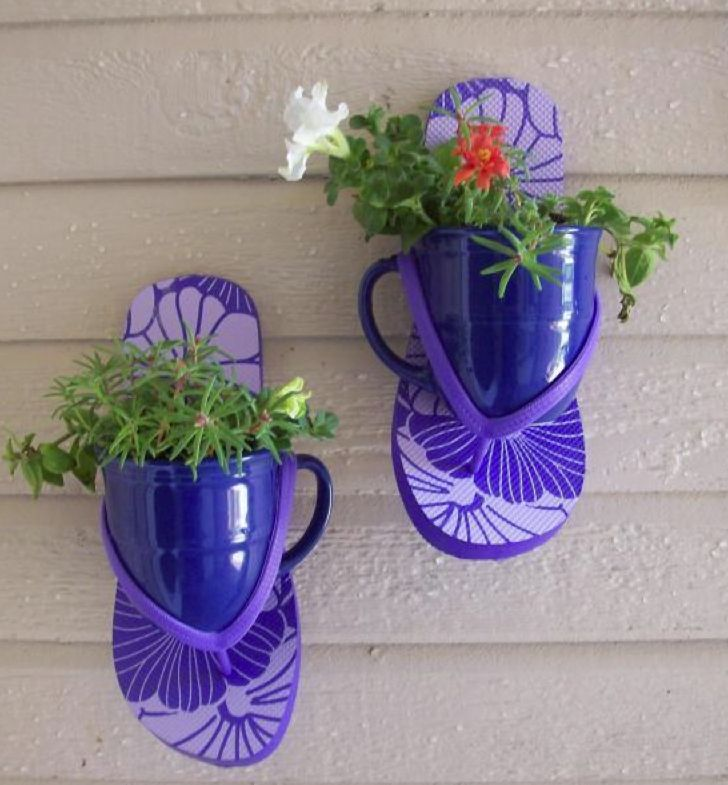 Too cute for a back patio/deck, pool area, or beach cottage entry. From FaveCraftsBlog.com