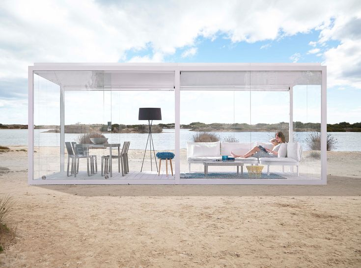 Come winter, spring, summer, or fall, Cristal Box will be there for you to escape to when you need a break. The outdoor pergola, designed by José A. Gandía