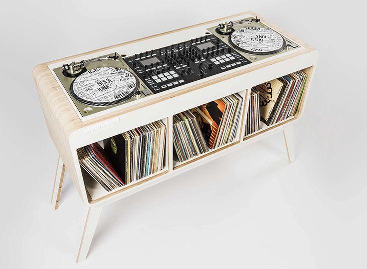 hoerboard com.four DJ stand designboom