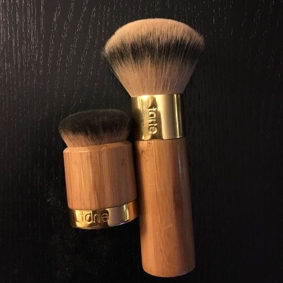 2 Tarte brushes for the price of 1 Tarte makeup brush/2brushes for the price of 1. From Sephora.Tarte the buffer airbrush finish bamboo foundation brush.Airbuki bamboo powder foundation brush Makeup Brushes & Tools
