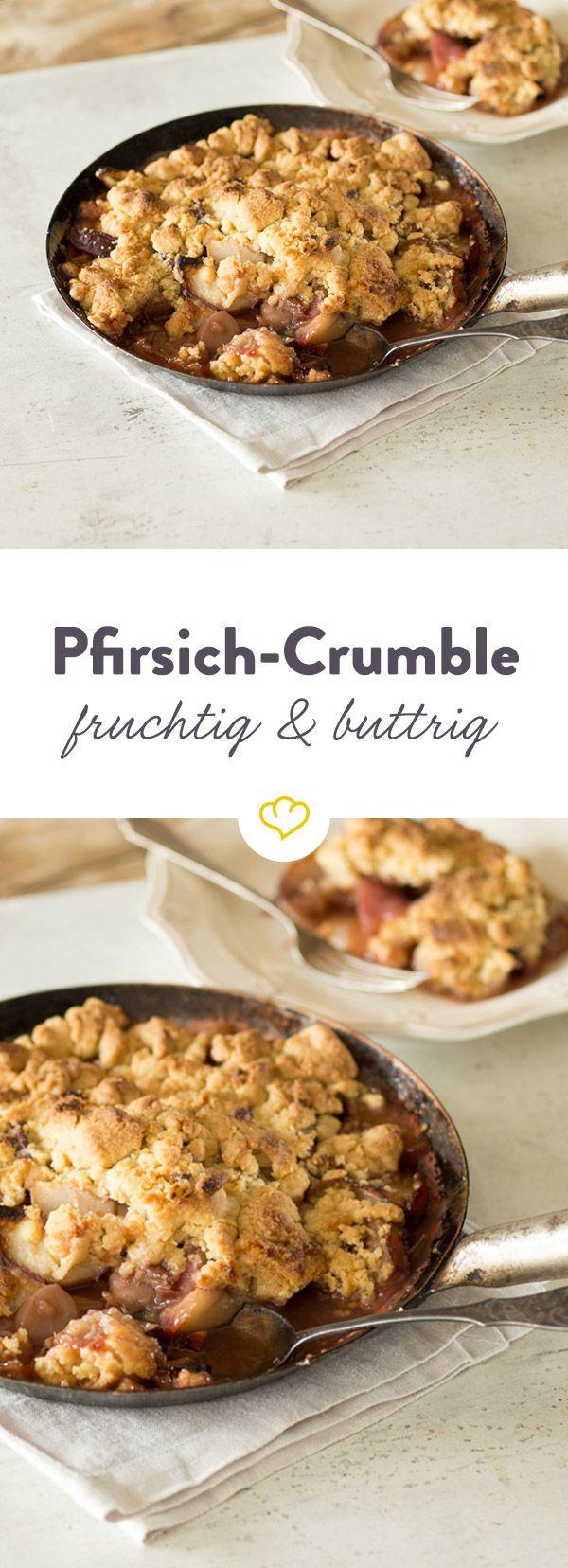 Schmeckt wie Obst-Streuselkuchen, nur ohne den trockenen Teig. Verwirrend? Ein bisschen - aber dafür auch ungemein saftig, buttrig und fruchtig.