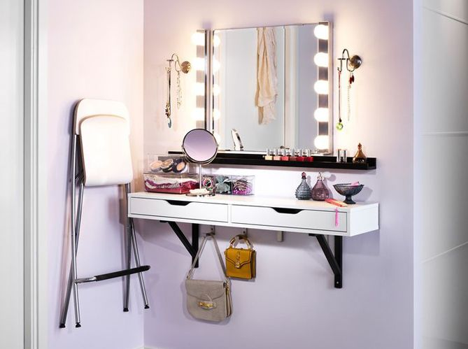 les 25 meilleures id es concernant coiffeuse avec miroir sur pinterest vanities maquillage de. Black Bedroom Furniture Sets. Home Design Ideas