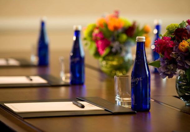 Philadelphia Airport Marriott  - Philadelphia hotel boardroom table setting