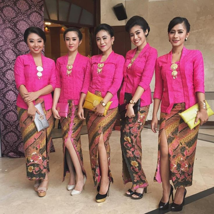Model Kebaya batik terbaru Kutubaru pink dengan rok batik