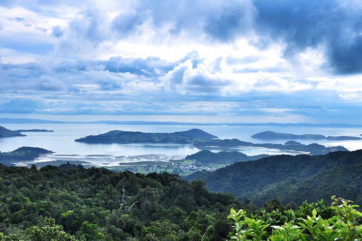 Een rondreis door Nieuw-Zeeland is een must voor ieders bucket list! Hier vind je de mooiste baaien en stranden, dramatische gletsjers en wouden, eindeloze vlaktes en turquoise meren, maar ook de inheemse Maori cultuur, topwijnen en de ultieme 'Kiwi' gastvrijheid. We selecteerden acht hoogtepunten om niet te missen tijdens een Nieuw-Zeeland reis.