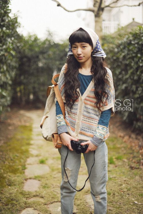 If she's wearing hiking boots, then it's yama ;)   <