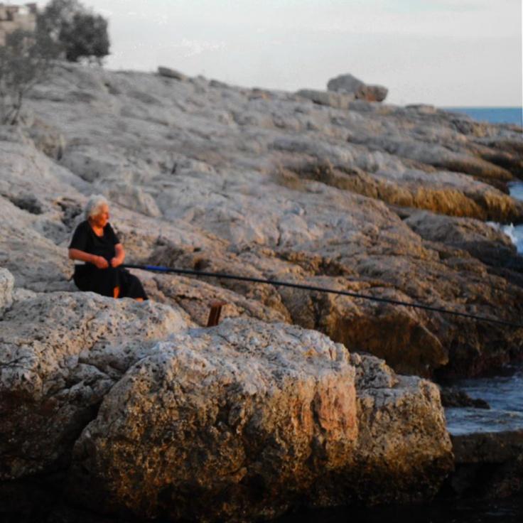 Granny fishing in Pireas / Limanaki Afriditis
