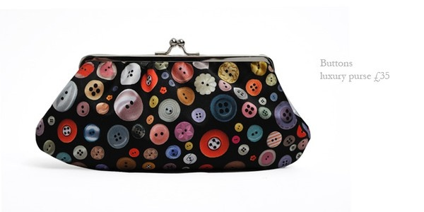 Buttons buttons buttons!Buttons Fabrics, Buttons Prints, Buttons Purses, Buttons Beautiful, Buttons Buttons, Buttons Ideas, Buttons Bags, Buttons Clutches, Clutches Pur