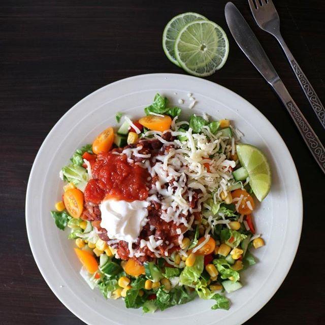 Veggistaco med bønnestuing😍☘️🍅 det her var GODT altså! Oppskrift på #lindastuhaug_no idag😋 tacos vegetarisk taco