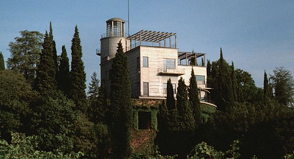 'Il Girasole' the rotating modernist house