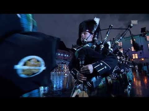 The Massed Pipes and Drums - Basel Tattoo 2017 vom 16.9.2017 - YouTube