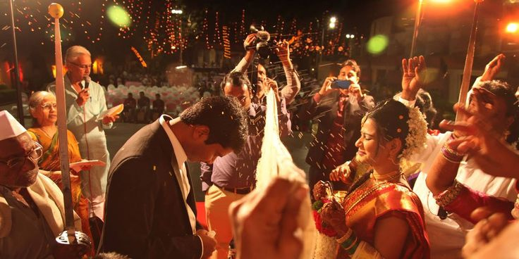😊 Photo by Prawinpagare Photography, Nashik #weddingnet #wedding #india #indian #indianwedding #ritual #weddingrituals #indianrituals #indianweddingrituals #weddingnet #wedding #india #indian #indianwedding #weddingdresses #mehendi #ceremony #realwedding