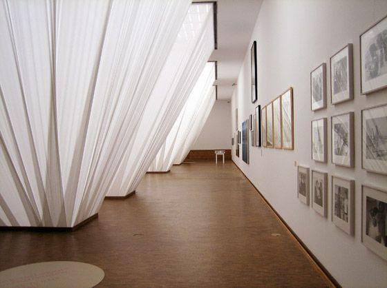 Ausstellungsarchitektur von Eran Schaerf