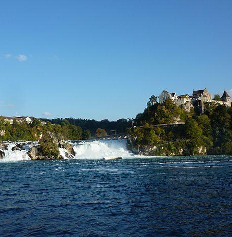 Der größte und wasserreichste Wasserfall Europas. Mit dem Wohnmobil an den Rheinfall. #wohnmobil #reisen  #travelbloggerup40