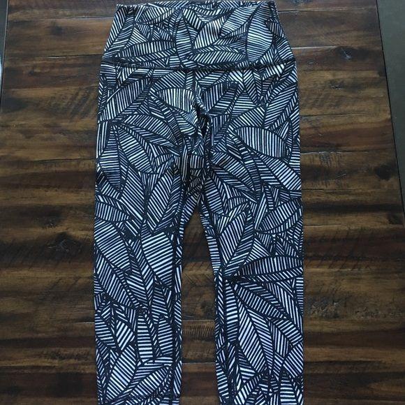 http://www.newtrendsclothing.com/category/lululemon/ Lululemon capri yoga pant Like new lululemon athletica Pants Leggings