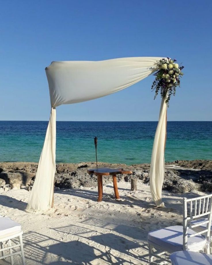 CBG244 wedding Riviera Maya ceremony arch with white flowers/ arco con flores blancas